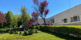 Imagen de archivo de pacientes esperando para vacunarse en el centro de salud Cuenca II.